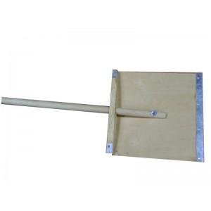 Лопата снеговая деревянная 380*380 с черенком (с планкой)